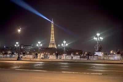 Paris 24 décembre 2016 - la tour Eiffel vue du pont Alexandre III_