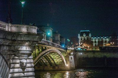 Paris ile de la cité le quai aux fleurs 11 mars 2017