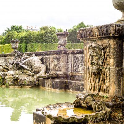 Versailles - 11 août 2014 - Sous la direction de Le Nôtre fut construit, entre 1679 et 1681, le bassin de Neptune,  en 1740, on mit en place le décor sculpté. Trois groupes : Neptune et Amphitrite, Protée ainsi que Le Dieu Océan réalisé par Jean-Baptise Lemoyne
