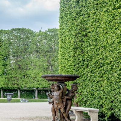 Versailles 27 avril 2015 allée d'eau  groupe de trois garçonnets Jacques Buitette 1688
