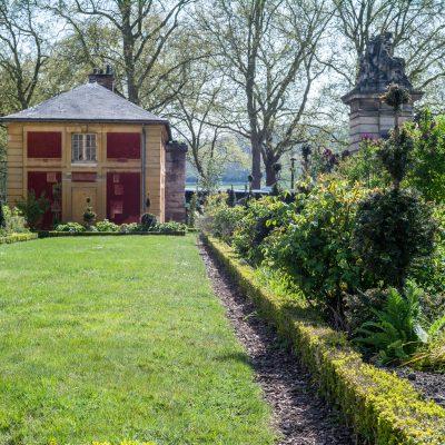 Versailles grille de l'orangerie la maison du gardien au printemps 20 avril 2017
